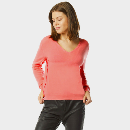 Cashmere v-neck sweater in bubblegum pink